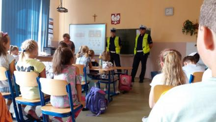 Bezpieczna droga do szkoły - spotkania z policjantami