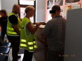 Czynności w sprawie aresztowanego ginekologa trwają