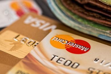 Odpowie za kradzież gotówki i kart bankomatowych