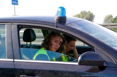 Wiesz jak się zachować, gdy policjant kieruje ruchem?