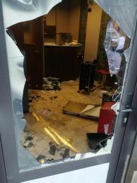 Zniszczono salon fryzjerski, sprawcy poszukiwani