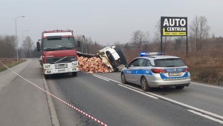 Jedna z dróg do Rudy Śląskiej zablokowana! Wywrócił się TIR z mięsem!