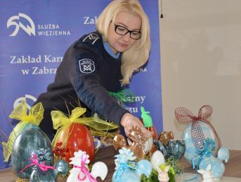 Funkcjonariusze z Zakładu Karnego w Zabrzu przygotowali paczki dla rudzkich dzieci