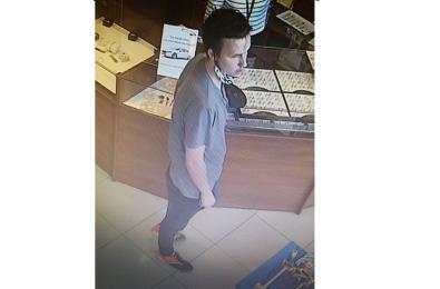Publikujemy wizerunek mężczyzny podejrzewanego o kradzież łańcuszka