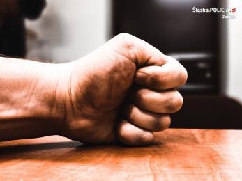 Przemoc w rodzinie – jak uzyskać pomoc policji?