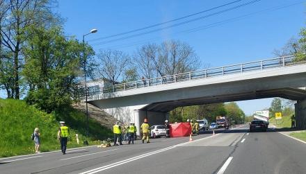 Dwa poważne wypadki na Drodze Krajowej nr 88. W wyniku jednego z nich zginął motocyklista