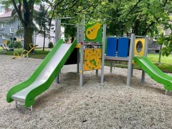 Nowy plac zabaw w Rokitnicy