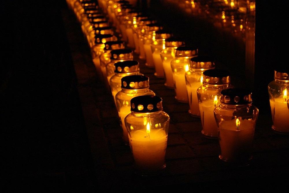 Niedzielski: we Wszystkich Świętych cmentarze będą otwarte