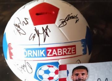Trwa charytatywna licytacja skarbonki z podpisami piłkarzy Górnika Zabrze